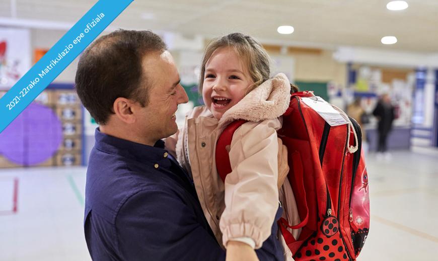 padre con niño en brazos-eus 2
