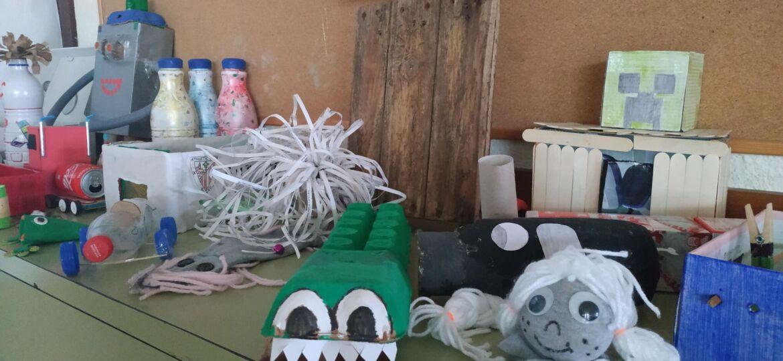 juguetes y manualidades realizados con materiales reciclados