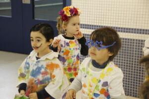 Niños disfrazados de artistas